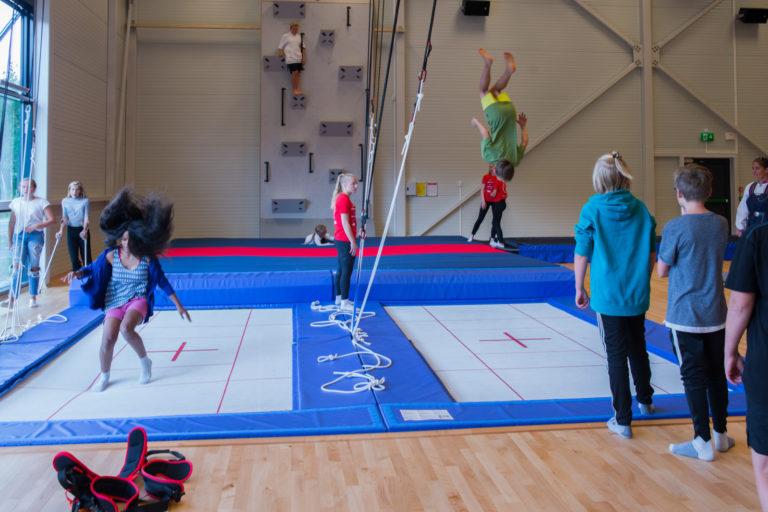 Hopping i Trampoline hallen